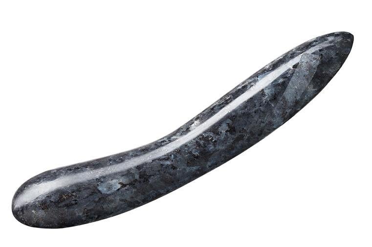 dildo-in-pietra-laid