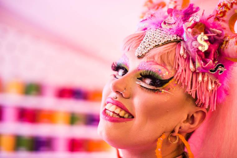 drag-queen-testo
